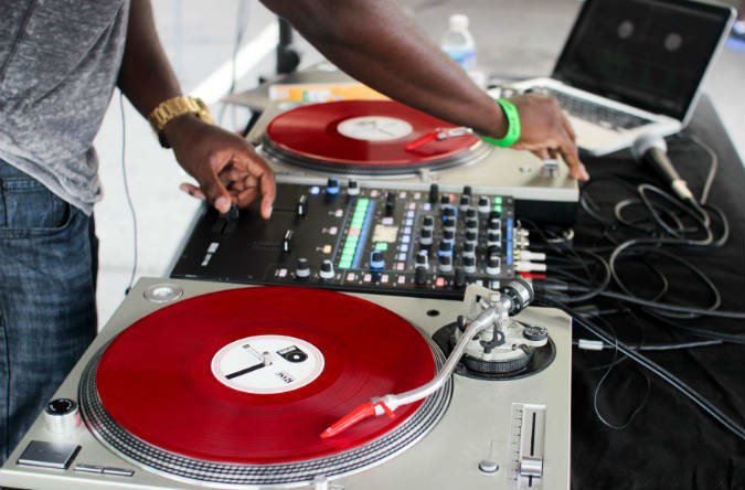 dj-turn-table-laptop-outside-block-party-dc-summer