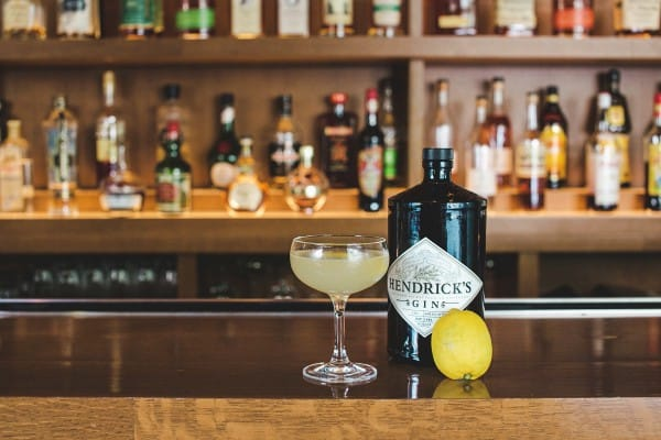 oval-room-dc-gin-blossom-bartender-bar-near-white-house-k-street