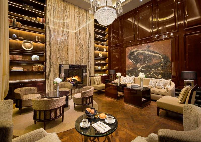 restaurants-for-birthday-rosewood-hotel-capitol-standard-the-living-room