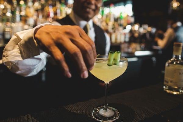 rosewood-hotel-georgetown-rye-bar-dc-gin-tonic-mixologist-making-drink