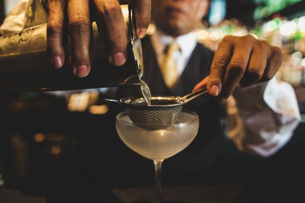 rosewood-hotel-mixologist-bartender-straining-drink-dc-georgtown-gin-tonic