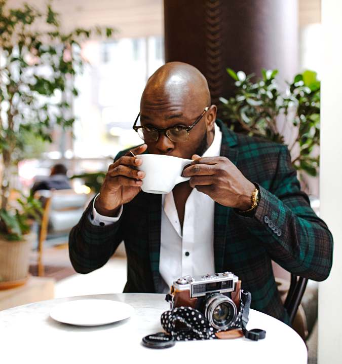 tolu-bamwo-black-male-suit-coffee-sitting-part-time-work-from-home-jobs