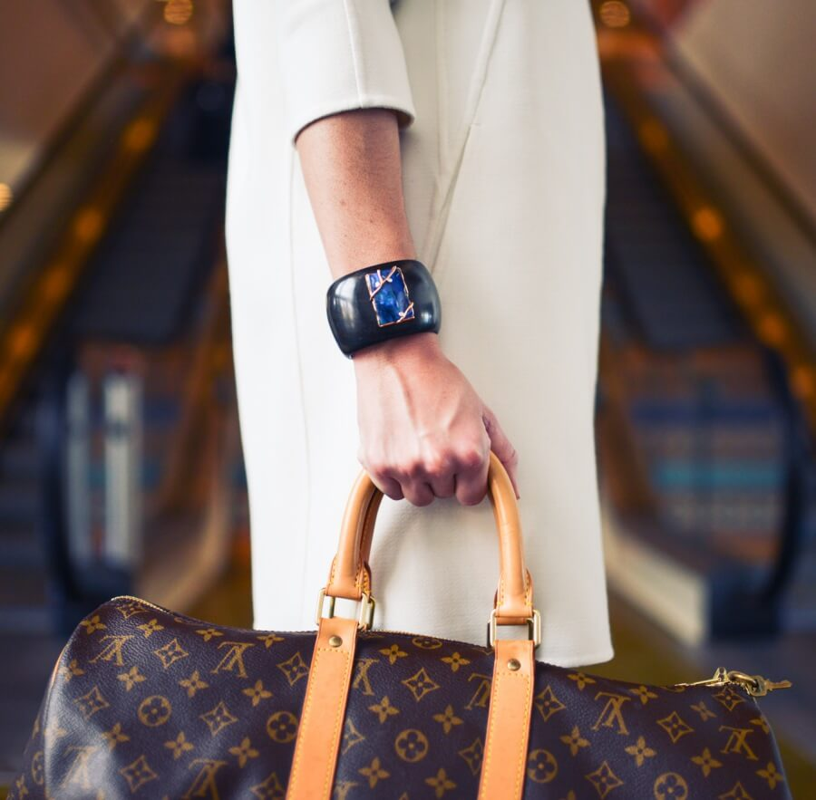 woman-bag-SW_BlakeBronstad-wealth-buillding-millennials